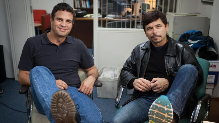 """Michael Rezendes is played by Mark Ruffalo in Spotlight >>> Director McCarthy said that when the reporters visited the set, they sought out their desks and rearranged things to more closely resemble their desks at the Globe. Ruffalo asked Rezendes, """"Would you yell at someone for like a few minutes?"""" — just to be sure he got every nuance of voice down."""