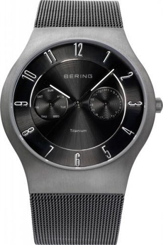 Herreklokke med dag og dato fra Bering.  Safirglass og urkasse av titan.  Ultra slim design. #bering #klokke #herreklokke #safirglass #titan #ur
