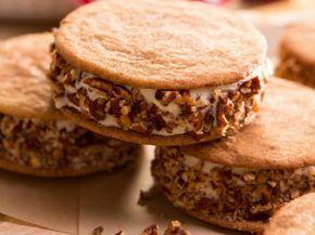 Sanduíches de Biscoito e Sorvete com Caramelo Salgado - Food Network