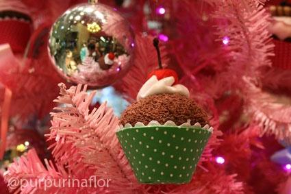 Christmas tree  and cupcakes