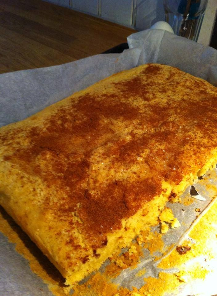 Har du en kartong med vailjesaus du må bruke opp? Eller skal du bake en kake til fotballturneringen? Da vil jeg anbefale denne :) Oppskrift: 250 gr smør 1 liter vaniljesaus Smelt smøret og ha i van…