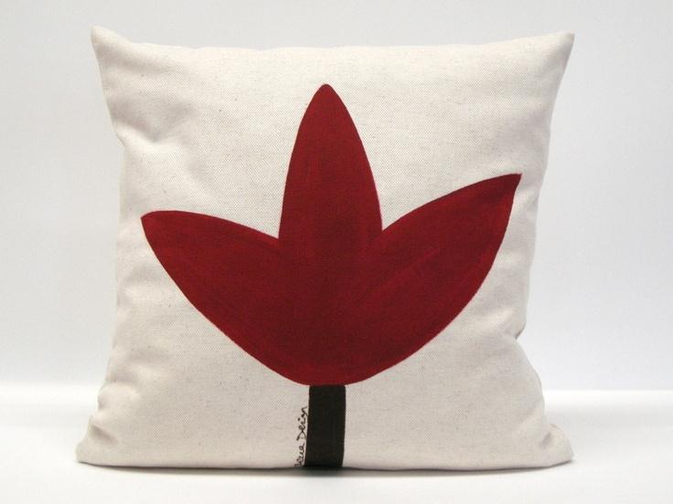 Funda de cojín. Diseño original. Pintado a mano. El tejido es de lino y algodón. Tiene cremallera cosida en la parte inferior, de modo que se puede us