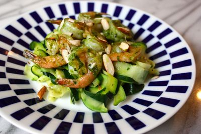 Try this Garlic Basil Shrimp with Zucchini Pasta. Click the picture to get the recipe! #beachbody #beachbodyblog #zucchininoodles #seafood
