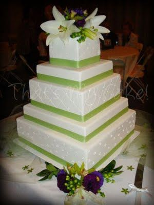 Wedding Cakes Pictures: Square Wedding Cakes with Green Trim