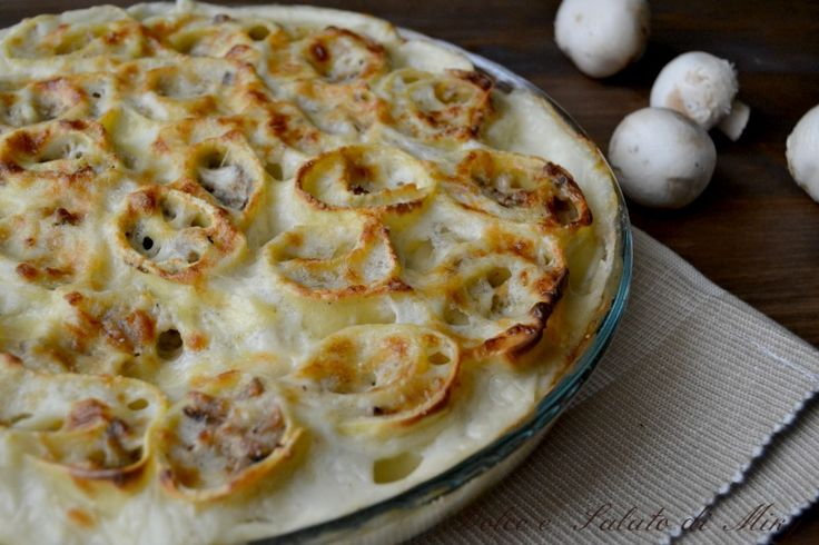 Nidi di rondine con carne e funghi, un primo piatto molto ricco, perfetto per degli ospiti a pranzo, si può preparare in anticipo e tenere pronto da cuoce
