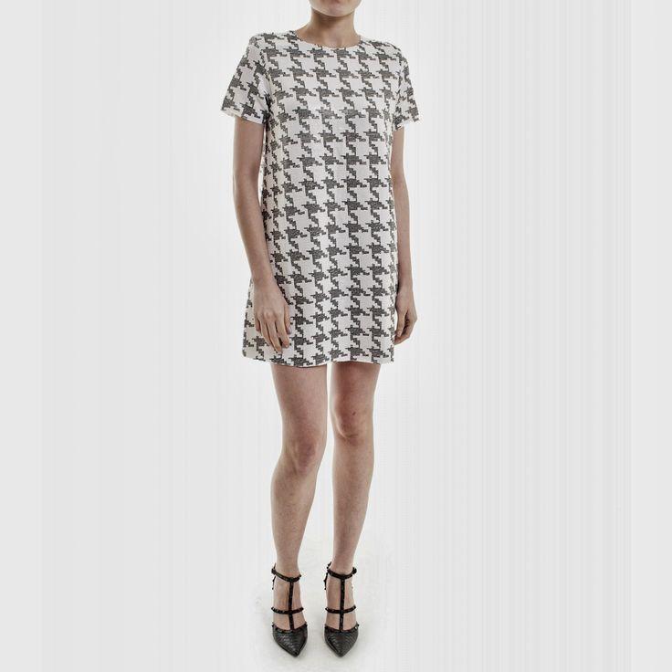 quero um vestido assim, com manga 7/8 beem trapézio e folgadinho. ♥♥♥♥♥  *Decote…