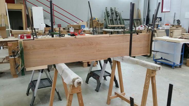 Assemblaggio di Rovere massello per realizzazione di Tavolo. Assembly of solid oak for a table realization.