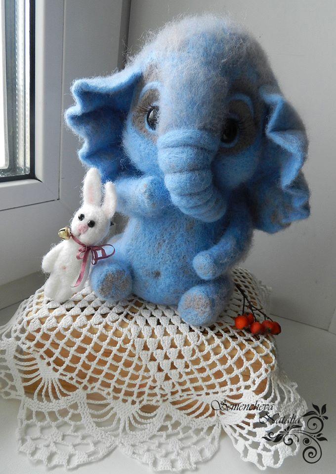 слоненок их шерсти серого и голубого цветов и его друг зайчик. рост слоника 15 см. felting, валяние, валяная игрушка, игрушка из шерсти, игрушка из войлока