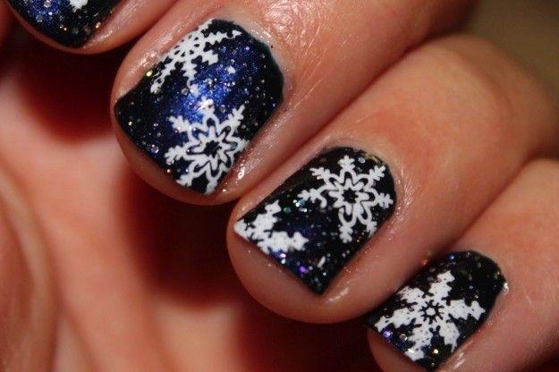 Unghie blu con fiocchi di neve per Natale 2014