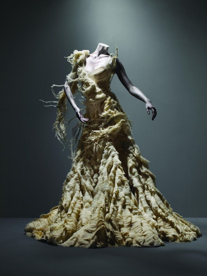 So #AlexanderMcQueen. I'd describe this to be like the dress for a Zombie bride. But not in a negative way! The torn fabric is really what makes this design so unique.