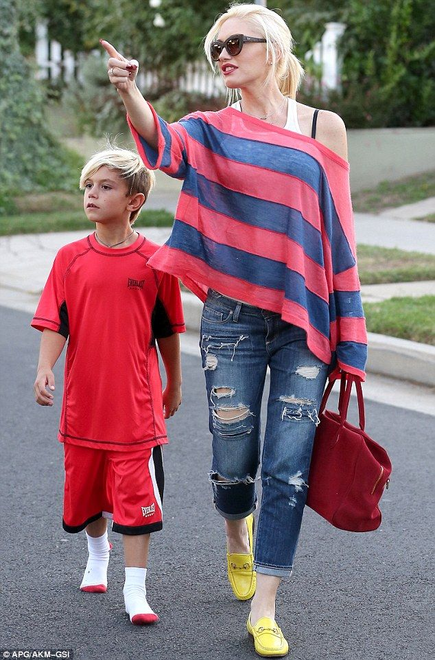 Gwen Stefani & Kingston Rossdale Off the shoulder & stripes!!!! Lol