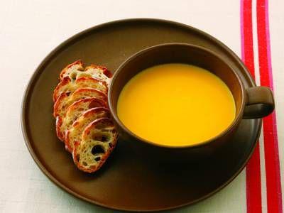 谷 昇 さんのにんじんを使った「にんじんのポタージュ」。グラッセと同じように、にんじんを十分にバターで炒めてつくります。にんじんのおいしさを丸ごと味わえる、シンプルだけどぜいたくなポタージュです。 NHK「きょうの料理」で放送された料理レシピや献立が満載。