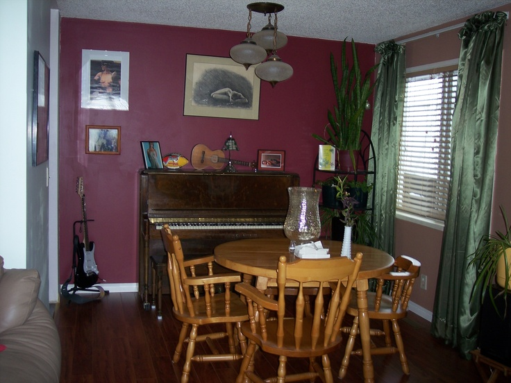 The dining room after renos.  Laminate laid by Ivo of Julia's Alpine Gardens.  Paint and draperies by me, Dorothy.