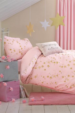 Have you got a budding little star at home? Take a look at our starry themed bed set for your little girl!