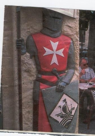 Reproducción de soldado templario en conocido parque temático en Italia.