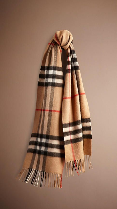 HERITAGE CHECK CASHMERE SCARF in camel check  A soft brushed cashmere scarf featuring the iconic check. The scarf is made in Scotland at a mill with a long heritage in producing cashmere. To create a subtle lustre and soft texture, the cashmere is washed in spring water, then woven on traditional looms and brushed with natural teasels. Measuring 168 x 30cm/66.1 x 11.8in, the design is hand-finished with fringing.