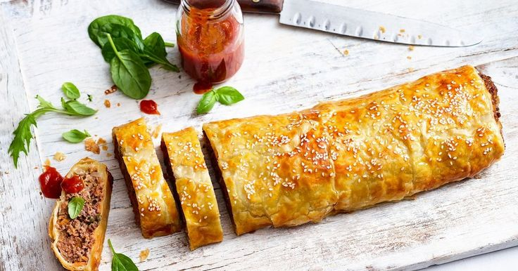 Satisfy a hungry crowd with this giant family-sized sausage roll.