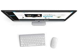Ukázka webové šablony MioWeb pro WordPress na monitoru počítače