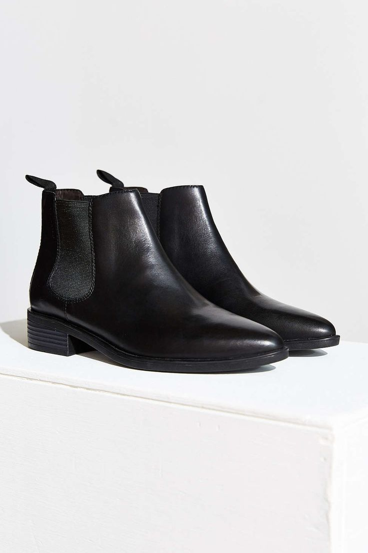 Shop Urban Outfitters for your favorite women's boot and bootie styles.  Whether you're looking for a pair of over the knee boots or ankle boots we  have it ...