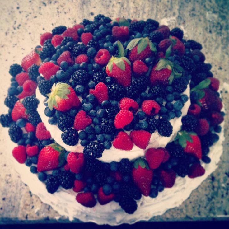 "Vanilla cake with fresh fruit on top, 14""+9"" cake"