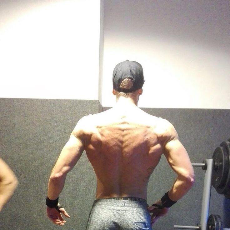 Es waaaaaaar einmal  was für ein Hammer geiles Tag  ich hab jetzt endlich die 100kg auf der Waage geknackt liebe Freunde des Eisens  so schwer wie momentan war ich einfach noch nie !! Man sieht es aber auch deutlich an meinem Gesicht  freue mich unglaublich auf die Diät im August und versuche bis dahin noch einiges drauf zu packen!! In der Hoffnung das der nächste Wettkampf erfolgreicher für mich wird!! Motivation ?    @rodi_sahin  @fm_fitness  @erayaesthetic  @nicolas_krause_fitness…