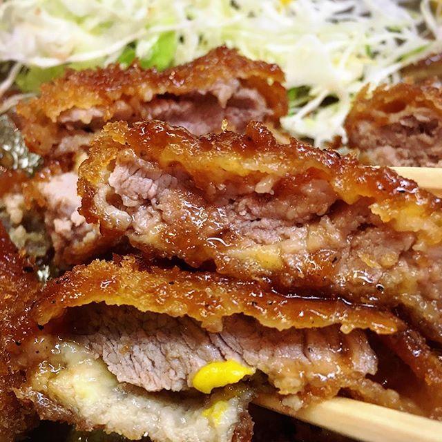 今週のビックリランチ  月🍴ヒレカツ定食 火🍴ヒレカツ定食 水🍴大盛りオムライス 木🍴ヒレカツ定食 金🍴大盛りオムライス  何かに取り憑かれたように豚カツが食べたくて仕方なかった🍤  オムライスにかんしては人生初の大盛りも頼んだ😂もうすぐ👙着ないといけないってのに😂  #痩せる気はあります#週3とんかつ #週2大盛りオムライス#ランチ#痩せる気はすごくあります#もうすぐ南の島#lunch#とんかつ#ヒレカツ #ヒレカツ定食#肉#🏝#🏖#😂#🍴 #サクサク