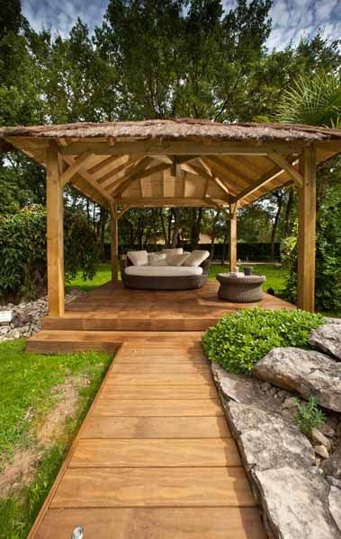 Architecture du Bois in France give expertise and know-how in the design and installation of wooden terrace & pool decking, via its brand Grad™ and through its international franchise network.
