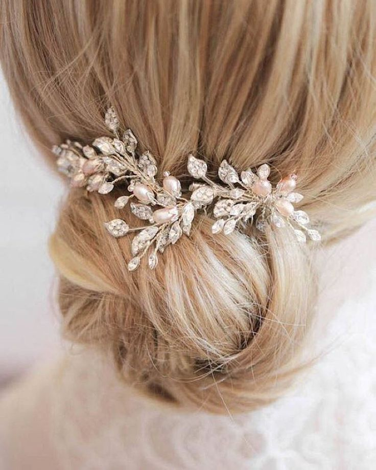 Dainty blush and silver tones on the OPHELIA bridal comb | link in profile