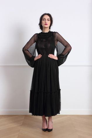Lovely black dress! Parlor new collection! #parlor #parlorfairytale  www.mauvert.com