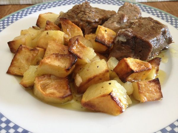 Μοσχαράκι με πατάτες , λεμονάτο , ψητό της κατσαρόλας!