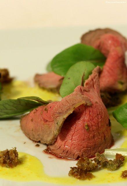 Roast beef senape e rosmarino con salsa agrumata   Dallo chef #cannavacciuolo un piatto semplicissimo da prepare anche nelle nostre cucine...e davvero troppo buono