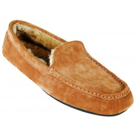 The Cape Union Dylan is a cosy men's slipper that will keep you warm on cold winter nights. A Genuine suede upper, synthetic sheepskin inner lining and a TPR outer sole ensure that you'll be lounging around in comfort and style.