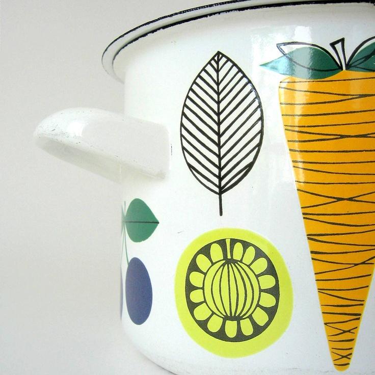 Vegeta enamel cooking pot, designed by Kaj Franck and Esteri Tomula for Finel Arabia (1960s) - K.