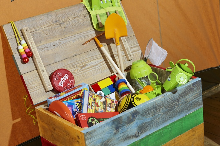 De overvolle Jumbo speelkist in de FarmCamps safaritent