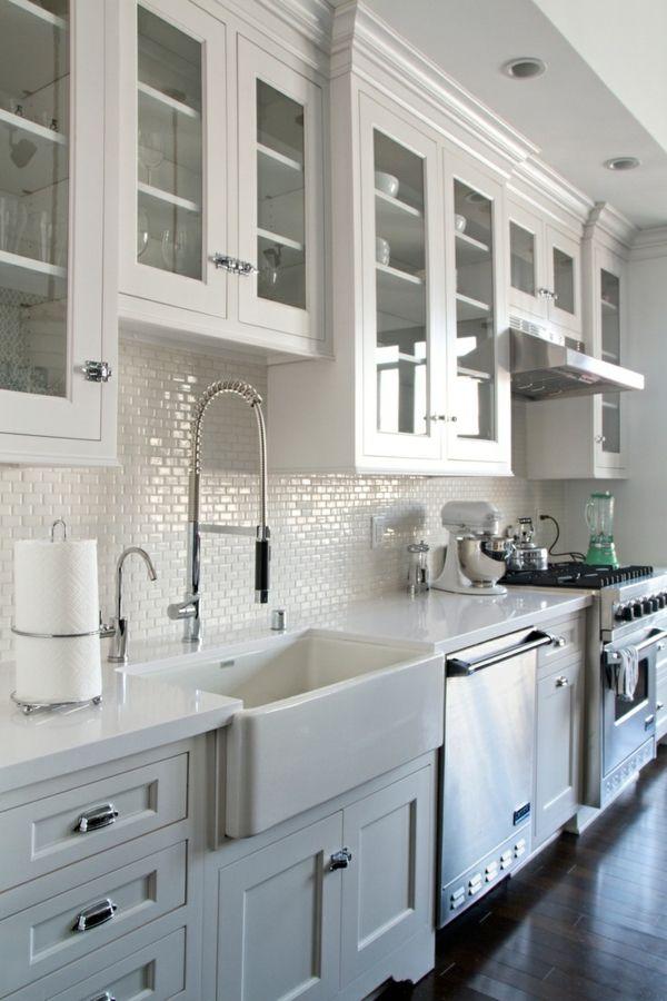 La cuisine blanche dans l'architecture contemporain et les tendances pour la décoration plus actuelles, prenez nos idées pour refaire votre cuisine moderne