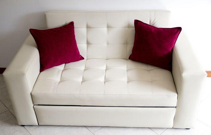Sofacama Alemán, reclina hacia atrás y de la silla sale la expansión hacia arriba, sus medidas en cama son 1,20 de ancho * 1,80 de largo. PRECIO $1.199.000