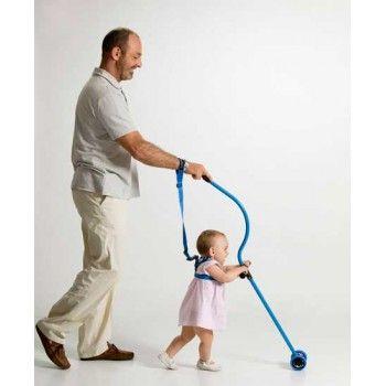 Enseñar a andar a vuestro pequeño sin tener que agacharos. Para el bebé, la postura es natural y anatómica, y le ayuda a reforzar su psicomotricidad.