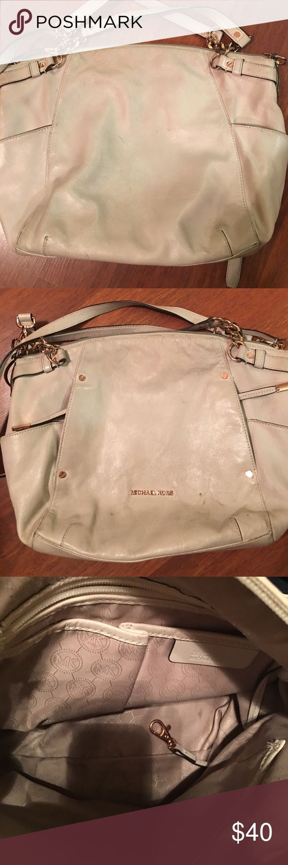 Mikael Kors cream shoulder bag Cream shoulder bag, use with a scratch you can see on the picture when you zoom, MICHAEL Michael Kors Bags Shoulder Bags