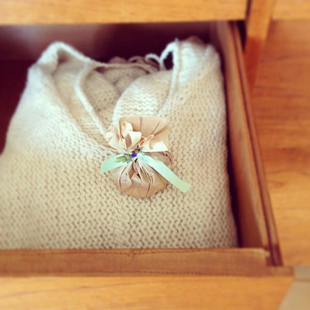 Coffee Filter Uses | DIY Air Fresheners by DIY Ready at http://diyready.com/uses-for-coffee-filters-diy-projects-and-ideas