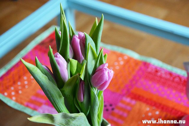 Quilting a Table Runner - Tulips and new table cloth  blog post by iHanna