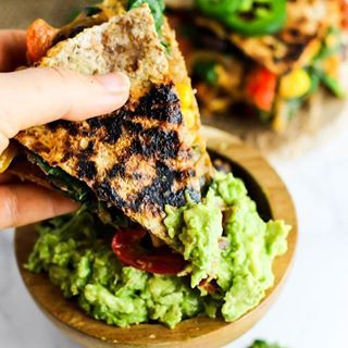 Mexican food for the win ALWAYS If you're still not sure what you serve at your Super Bowl party, head on over to the blog to get this easy recipe for vegan quesadillas with hummus & vegetables! I'd say it's even better than a normal quesadilla because it's smothered in @hopefoods Jalapeño Cilantro Hummus & loaded with ALL the veg. Plz don't forget the guac and salsa (and margs, if you wish). Link in my bio lovelies #emilieeats #ad