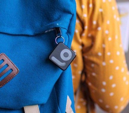 Attacca Filo al tuo zaino e ritrovalo con l'app! Filo è 100% Made in Italy. Attach Filo to your backpack and retrieve it via the app. Filo is 100% Made in Italy.