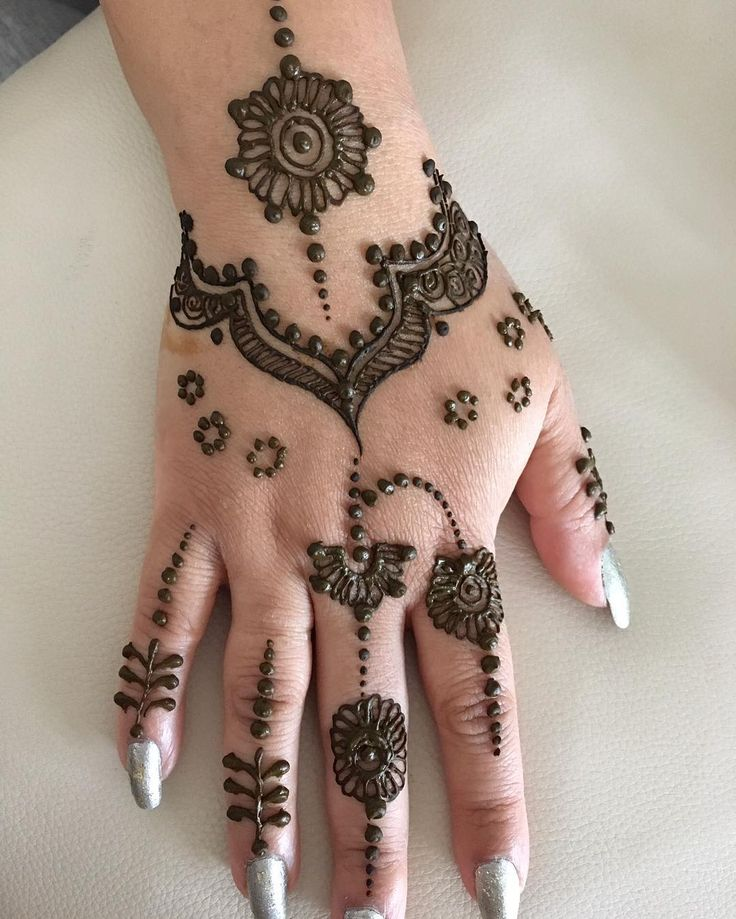 A modern twist the jewel effect  for bookings or enquiries please DM or email me at sharansmehndi@outlook.com  #mehndinight #henna #hennalove #mehndi #mendhiparty #mehndidesign #dubaifashion #hennatattoo #wedding #wedding2018 #inkedgirls #hennainspiration #sikhwedding #hinduwedding #pakistaniwedding #bridal #videoblog #indianwedding #westmidlands #westmidlandsbasedmehndiartist #birminghambasedmehndiartist #punjabi #birminghamhenna #bridalmehndi #gulfhenna #bespokedesign #bespokehenna…