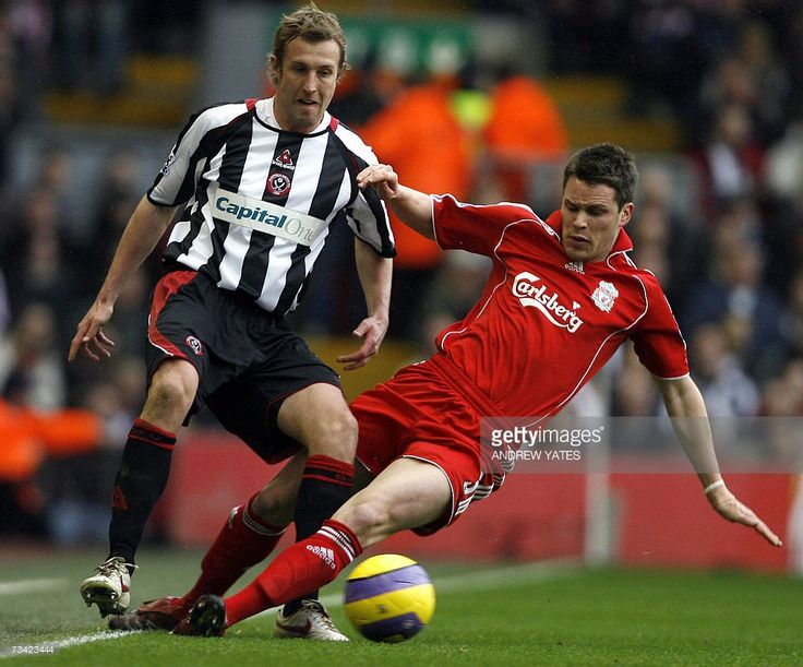 Liverpool's Steve Finnan (R) tackles Sheffield United's Rob Hulse during their English Premiership football match at Anfield, Liverpool , north-west England, 24 February 2007. AFP PHOTO/ANDREW YATES Mobile and website use of domestic English football pictures subject to subscription of a license with Football Association Premier League (FAPL) tel : +44 207 298 1656. For newspapers where the football content of the printed and electronic versions are identical, no licence is necessary.