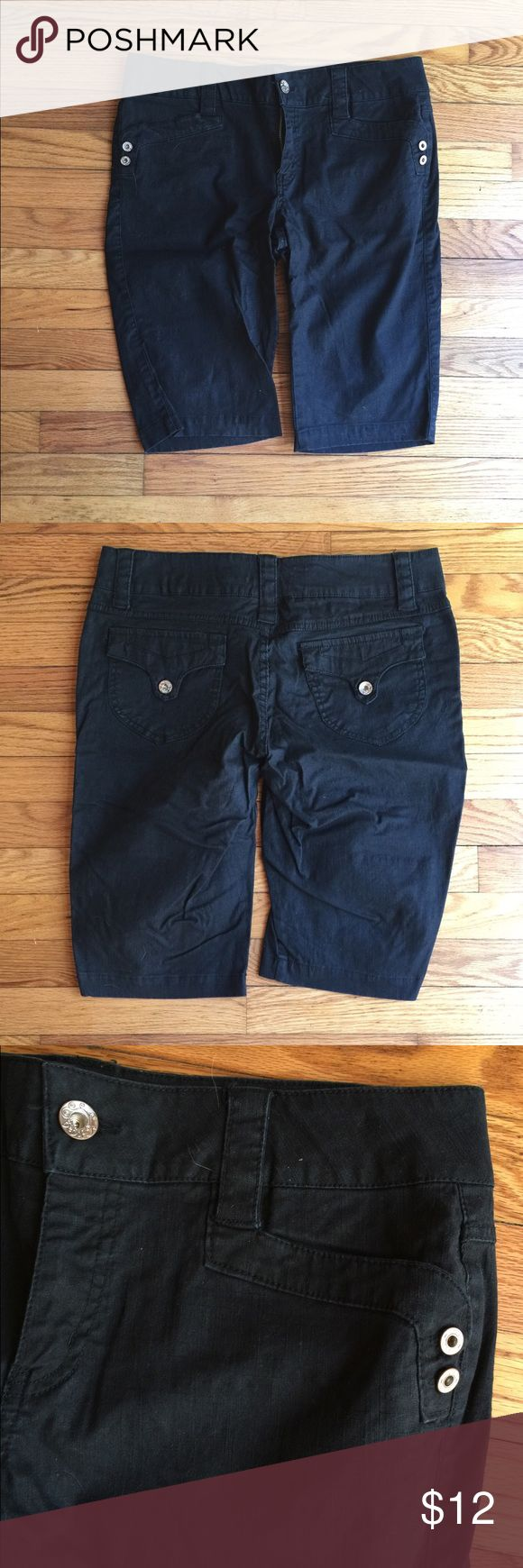 Black Bermuda Shorts Size 13, black Bermuda shorts. Front and back pockets, zipper closure, buttons and belt loops. Please request measurements if you need them!  No swaps, but I will bundle! Find more in your size with #brokebrideL   #bebop #bermudashorts #shorts #size13 #summer BeBop Shorts Bermudas