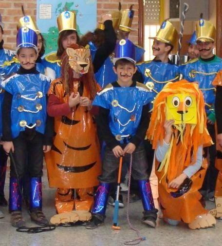disfraz de domador tigres tigres leones leones y domadores disfraces con bolsas de basuras. |. http://www.multipapel.com/subfamilia-bolsas-disfraces-educacion-infantil-pequenas.htm