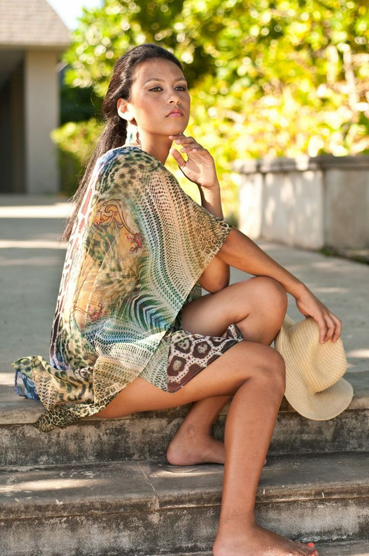 (http://www.notinthemalls.com/products/Kaftan-–-Exotica-Mix-%2d-Forest-Green.html)