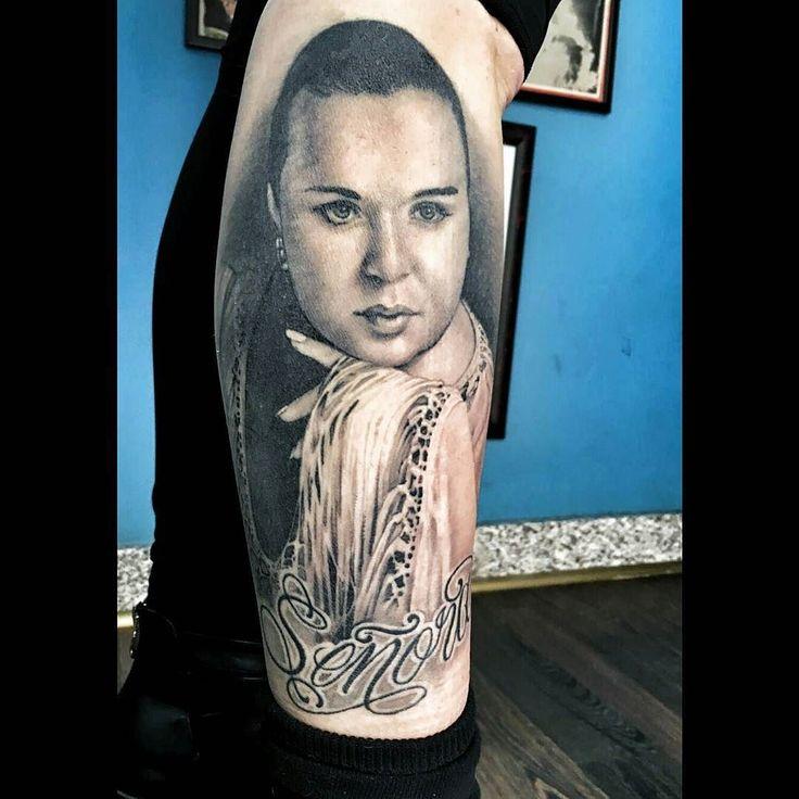 Es mi pierna señores!! Hace un año que lo tengo! Gracias @pabloash estoy encantada. #pabloash #tattoo #portrait #señora #falete #soyloprohibido #copla #coplera #estigmamadrid #malasaña by la_rencor