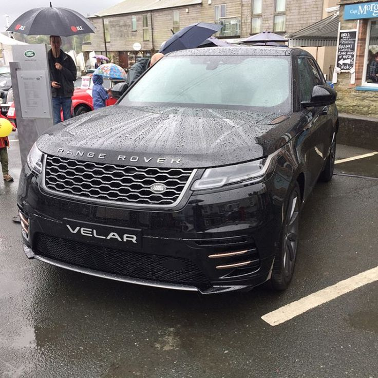 17 best ideas about range rovers on pinterest range rover black black cars and range rover car. Black Bedroom Furniture Sets. Home Design Ideas
