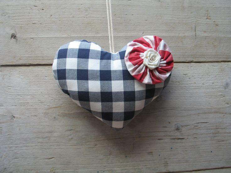 Stoffen hart met rozet
